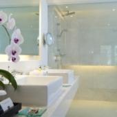 Padma Resort Legian - PREMIER CLUB CHALET BATHROOM